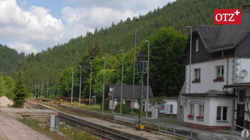 100 Jahre alter Bahnhof in Lichtentanne kommt unter den