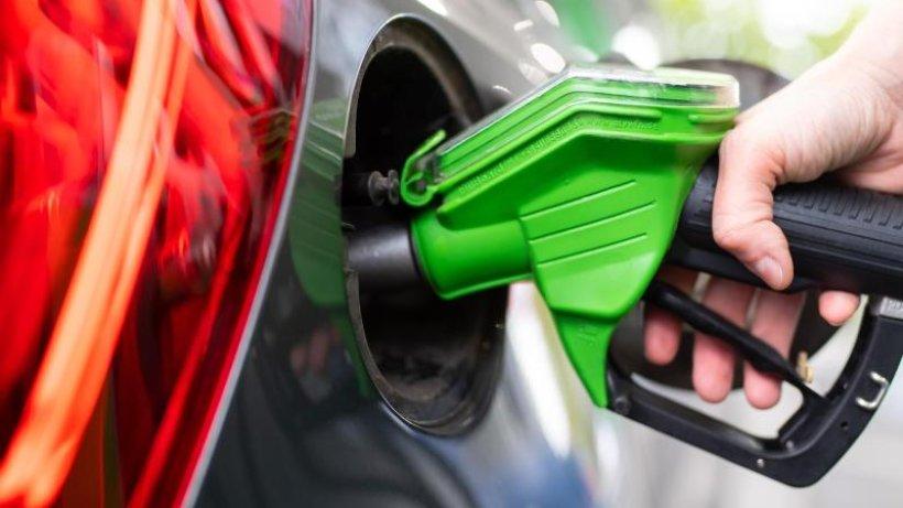 Tanken: Warum der Preis für Benzin zum Jahreswechsel 2021 ...